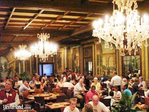 Photo of Alfredo's main dining room