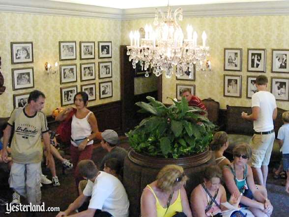 Photo of Alfredo's waiting area