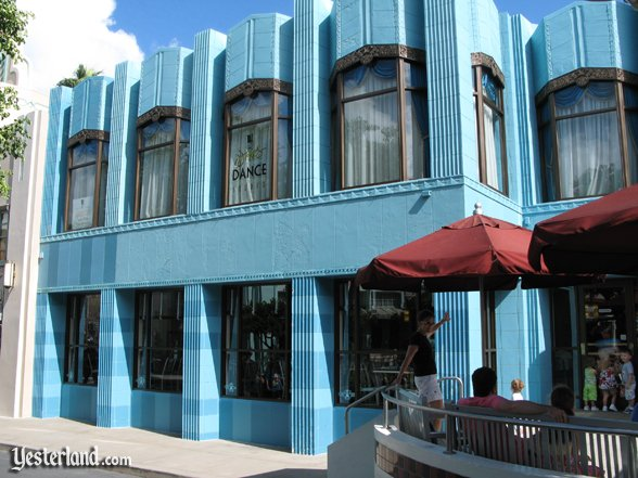Disney: Art Deco façade on the Hollywood & Vine restaurant