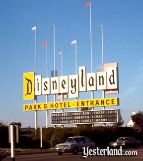 Photo of the older Disneyland sign