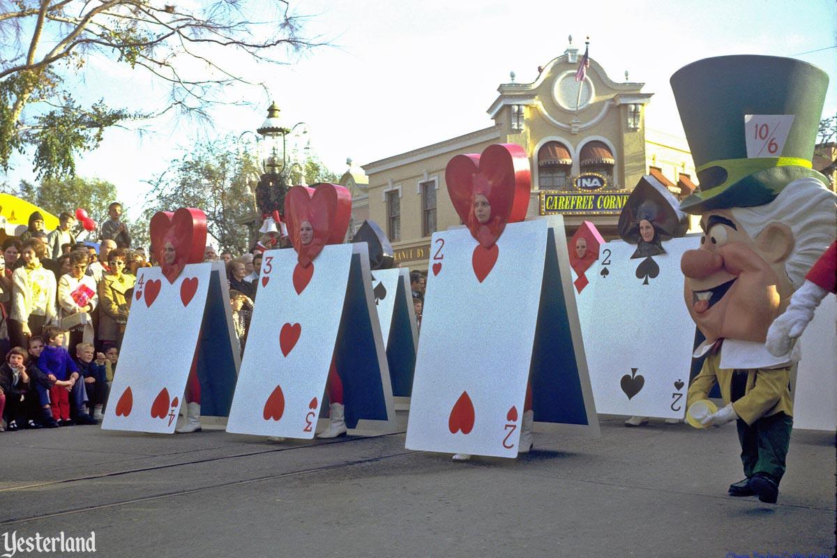 Anciennes Parades des Resorts Américains Fantasyonparade_alicecards1966cl