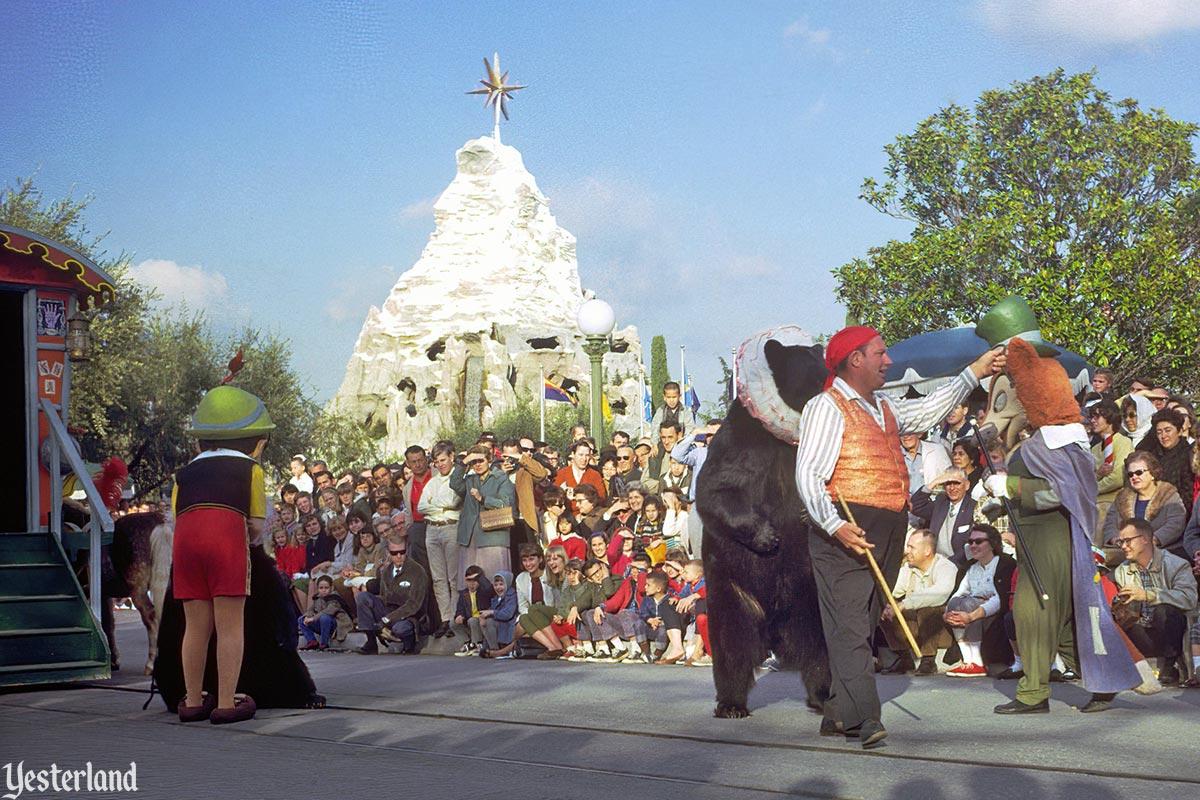 Anciennes Parades des Resorts Américains Fantasyonparade_circusbear1966cl