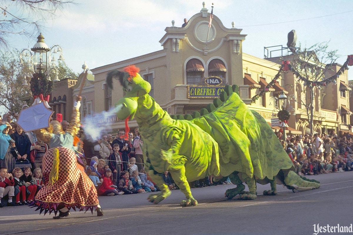 Anciennes Parades des Resorts Américains Fantasyonparade_dragon1966cl