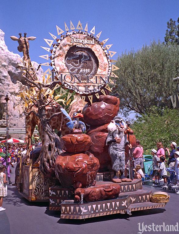 Anciennes Parades des Resorts Américains Lionking_titlefloat1996ww