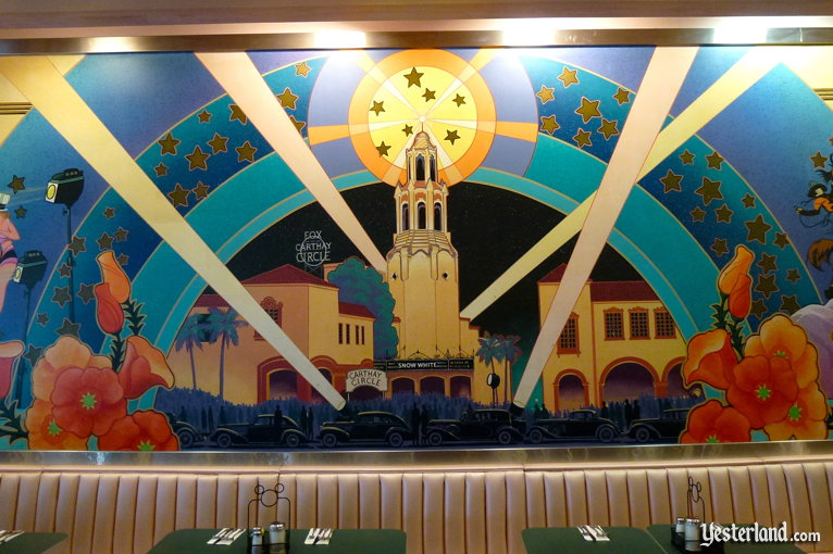 Carthay Circle Theatre mural at the Hollywood & Vine restaurant (2011 photo)