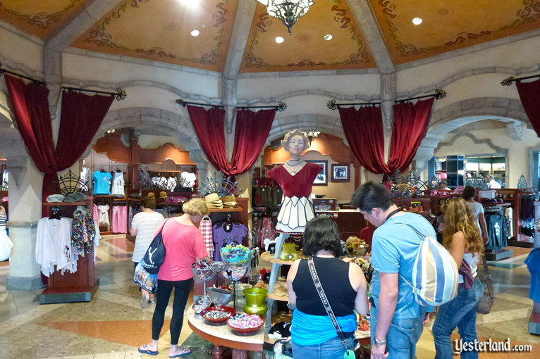 Once Upon a Time shop inside the Carthay Circle Theatre at Disney's Hollywood Studios (2011 photo)