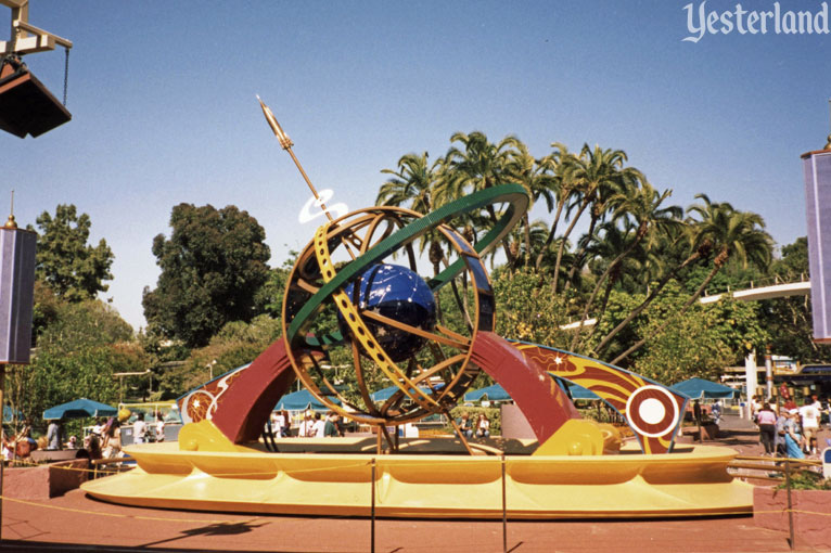 1998 version of the Tomorrowland Terrace stage at Disneyland