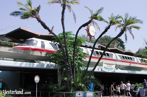 Photo of the Tomorrowland Station in 2006 with Monorail Red