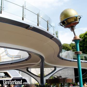 Photo of the unused track over Tomorrowland in 2005
