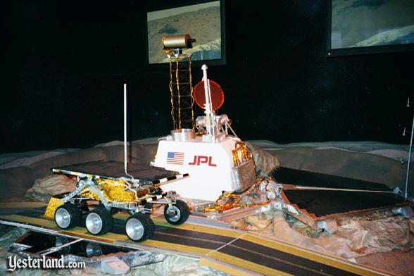 Photo of a model of the Mars Pathfinder and the rover Sojourner